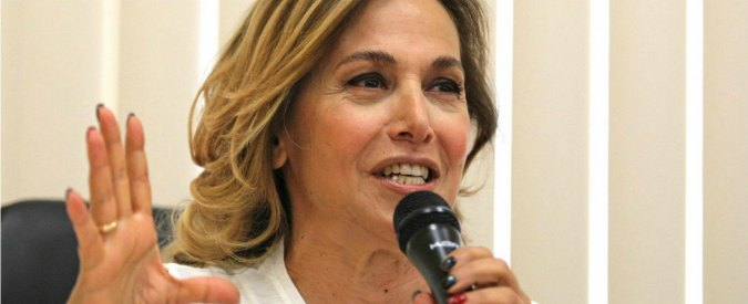 Barbara d'Urso denunciata da Ordine dei giornalisti: 'Esercizio abusivo professione'