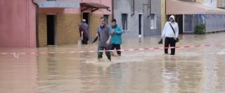 Maltempo, sos in tutta Italia: Carrara allagata, atterraggio d'emergenza a Roma