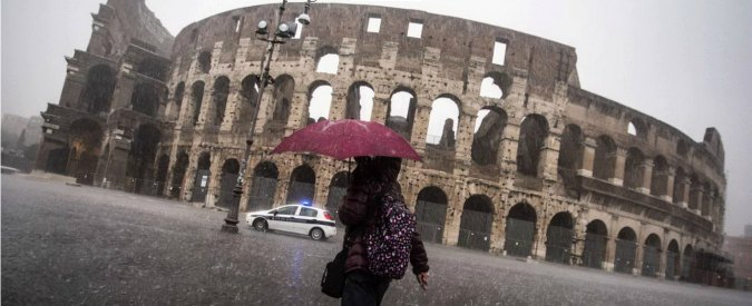 """Allerta meteo: a Roma traffico in tilt. """"Codice rosso fino a mezzanotte"""""""