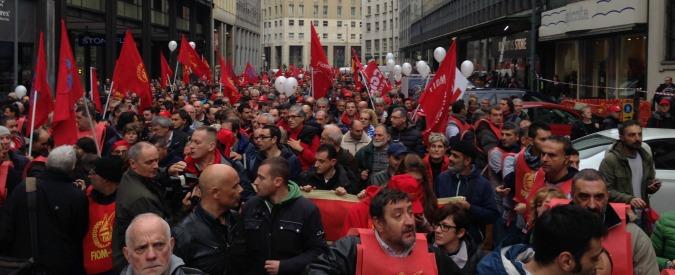 Governo, cortei contro il governo in 25 città. Scontri a Milano e Padova