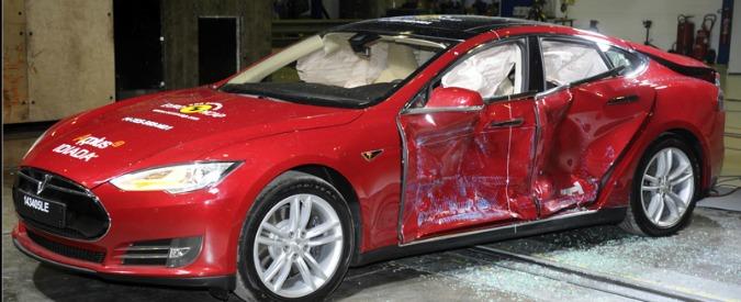Crash test EuroNCAP, cinque stelle per l'elettrica Tesla. Solo tre alla baby Suzuki