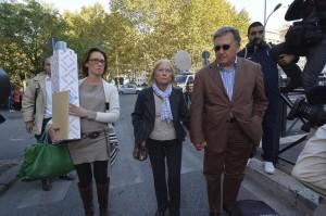 Ilaria Cucchi e i genitori in sit-in davanti al Palazzo di Giustizia di Roma con le foto di Stefano Cucchi