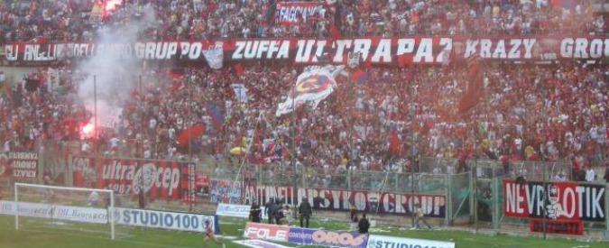 """Taranto, la società di calcio ai tifosi: """"Sei disoccupato? Nostro ospite allo stadio"""""""