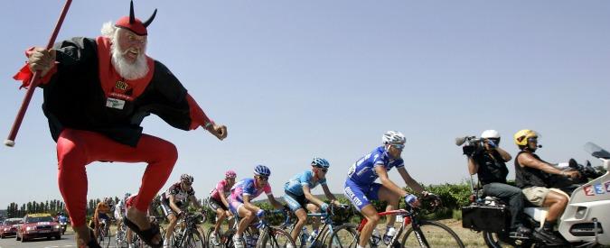 Ciclismo, finiti gli sponsor: El Diablo si ritira. Era il tifoso più famoso al mondo
