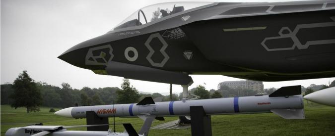 Spese militari, nel 2015 niente tagli alla Difesa. E 5 miliardi per nuovi armamenti