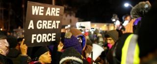 """Ferguson, l'agente: """"Mi dispiace, ho fatto il mio lavoro"""". La protesta continua"""