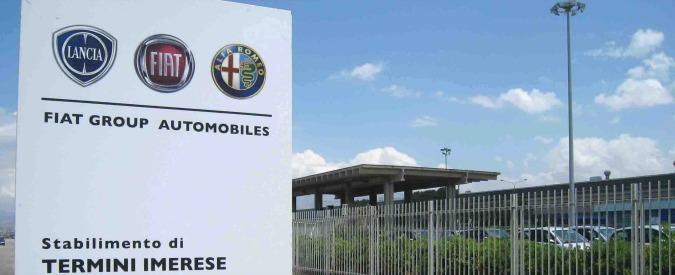 Termini Imerese, gli operai protestano sul tetto dello stabilimento Fiat