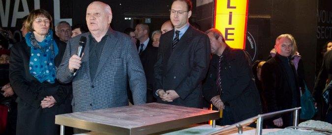 """Muro di Berlino, Gorbaciov: """"Siamo sull'orlo di una nuova guerra fredda"""""""