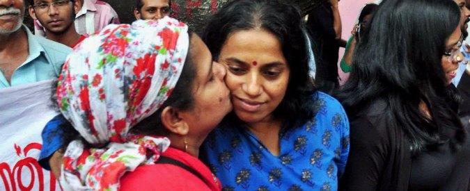 India, la protesta del bacio contro il moralismo finisce con 70 arresti