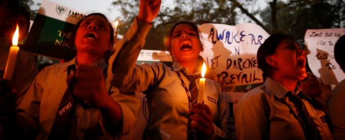 India, violenza sulle donne: solo a Delhi 1700 stupri nel 2014 (il 37% in famiglia)
