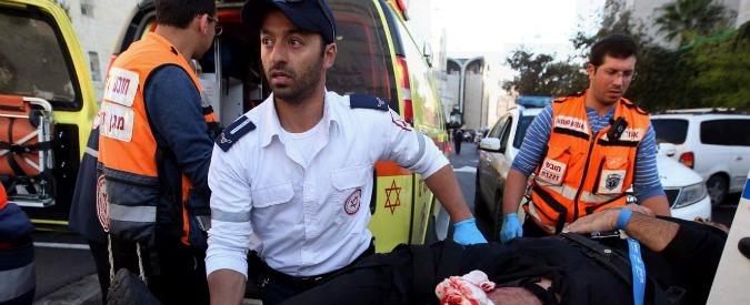 """Gerusalemme, attentato in sinagoga: uccisi 4 rabbini e un poliziotto. Hamas: """"Atto eroico"""""""
