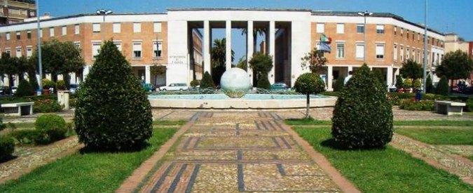 Latina, manifesti funebri vicino a scuola delle figlie: minacce al giudice antimafia