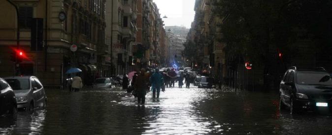 Allerta meteo, allagamenti a Chiavari. Evacuati i piani terra a Carrara
