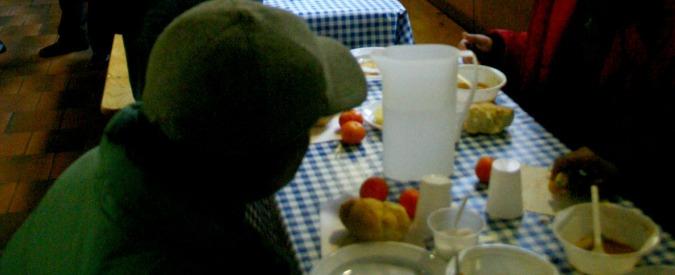 Milano, 'prima gli affamati'. A Corvetto in coda per il pane