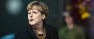Migranti, la Germania è spaccata: Merkel cambia rotta e apre all'accoglienza per isolare i movimenti xenofobi e neonazisti