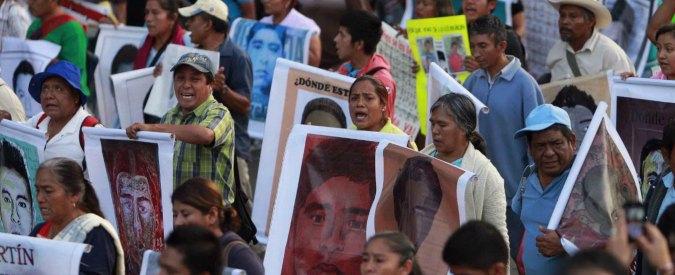 """Messico, i 43 studenti desaparecidos """"uccisi e bruciati vivi dai narcos"""""""