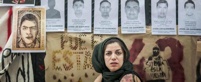 Messico, 43 studenti scomparsi: pietre e molotov davanti al palazzo del governo