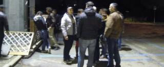 """M5s, la notte degli attivisti sotto casa di Grillo. """"Cosa stiamo diventando?"""""""