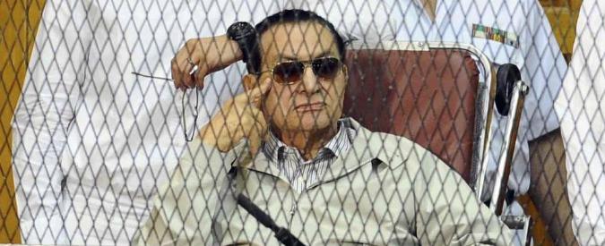 """Egitto, Mubarak e due figli condannati a tre anni di carcere: """"Rubò fondi pubblici"""""""