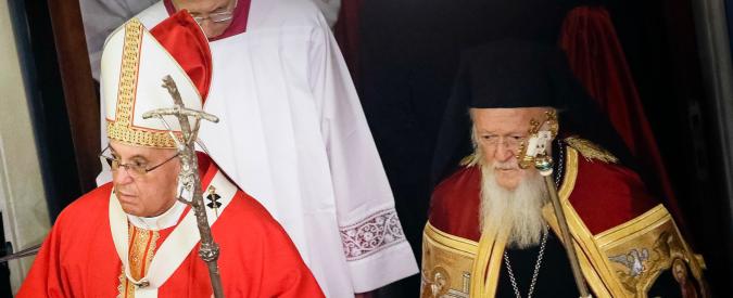 """Papa Francesco in Turchia: """"Esclusione sociale alimenta violenza e terrorismo"""""""