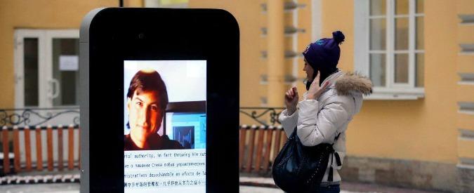 """iPhone, rimosso monumento da ateneo di San Pietroburgo: """"Simbolo di sodomia"""""""