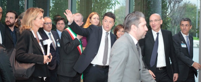 """Renzi: """"Mi tirano le uova? Non scappo. Patto del Nazareno? Altro che se scricchiola"""""""
