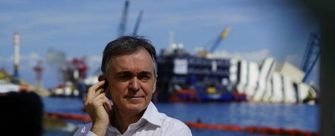 """Costa Concordia, Rossi: """"Schettino e le sue oscenità"""". Capitano minaccia querela"""