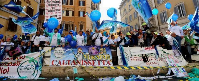 Sciopero infermieri, migliaia in piazza a Roma. Saltate almeno 30mila operazioni