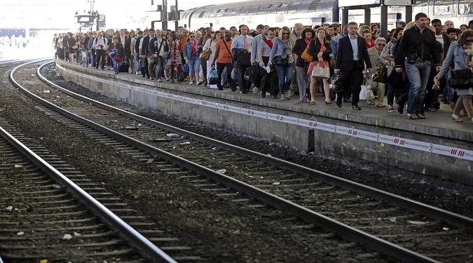 Sciopero treni e mezzi pubblici venerdì 14 novembre: orari e modalità