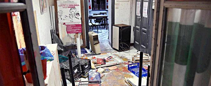 Milano, distrutta sede Pd: era in corso riunione contro occupazioni case popolari