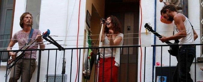 Torino, suonano gratis per tutti i condomini. L'amministratore li denuncia