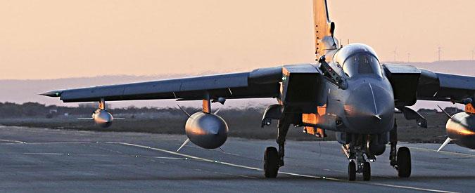 """Isis, 4 Tornado italiani in Iraq. M5S vs Pd e Difesa: """"Siamo in guerra, Aula voti"""""""