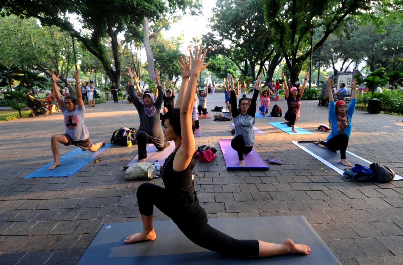 Ufficio Disegno Yoga : Yoga e ayurveda: tutti i benefici del saluto al sole il fatto