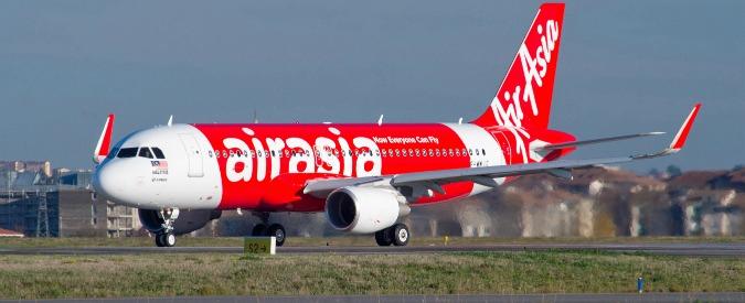 AirAsia, sparito un Airbus A320 diretto a Singapore: 162 persone a bordo