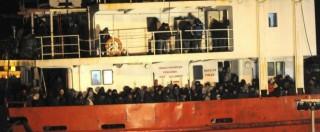 """Migranti, 768 sbarcati a Gallipoli: """"Viaggi organizzati e prenotati su Facebook"""""""