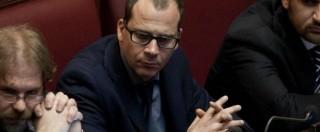 """M5s, Currò in Aula vota per Renzi: """"Lascio il Movimento"""". Standing ovation Pd"""