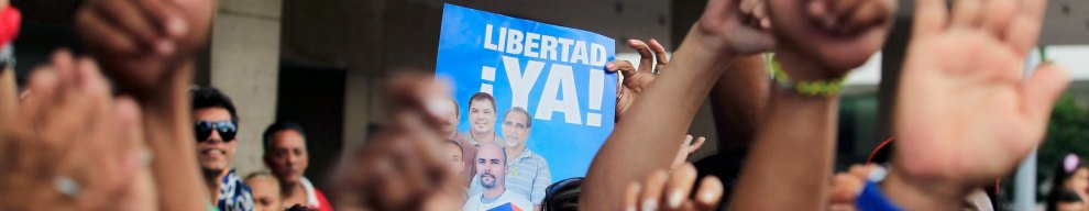 17 DICEMBRE - All'Avana si festeggia la liberazione dei 5 prigionieri cubani detenuti nelle carceri USA: è il giorno in cui Barack Obama e Raul Castro annunciano il disgelo nei rapporti diplomatici tra Washington e il regime caraibico