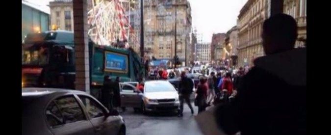 """Glasgow, camion dell'immondizia piomba sulla folla: """"Almeno 6 pedoni morti"""""""