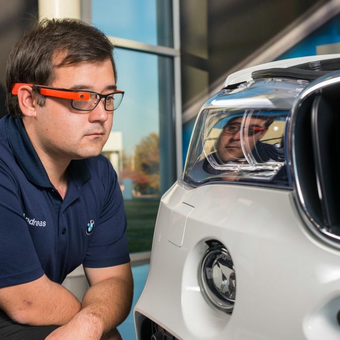 BMW, i Google glass entrano in fabbrica per migliorare i controlli qualità