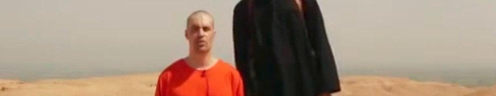 19 AGOSTO - I miliziani dello Stato Islamico diffondono in  Rete un video che mostra la decapitazione di James Foley, 40 anni, giornalista statunitense