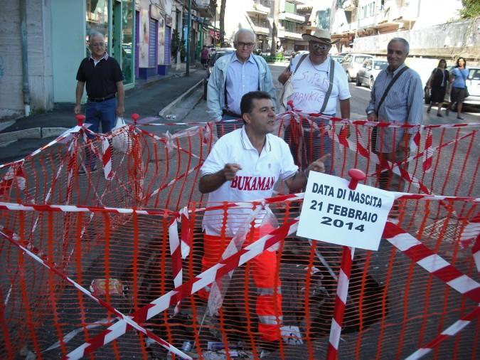 Napoli: arriva Bukaman, il supereroe a caccia di buche stradali