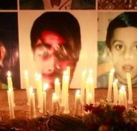 16 DICEMBRE – Un commando armato di 7 talebani entra in una scuola riservata a figli di militari a Peshawar, in Pakistan, e compie una strage: 145 vittime, di cui 132 tra bambini e adolescenti