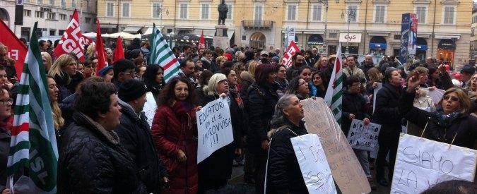 Parma, mamme e maestre inseguono assessore: 'No tagli fondi disabili a scuola'