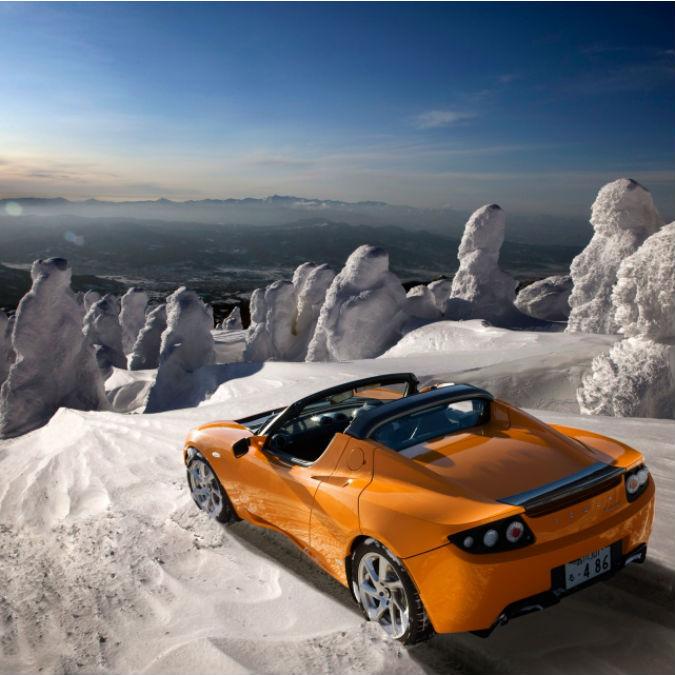 Tesla non dimentica il primo modello: nuove batterie per aggiornare la Roadster