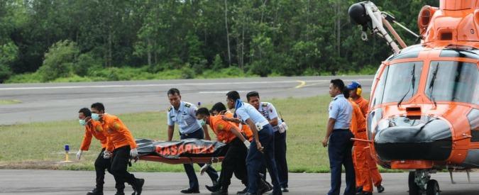 AirAsia, trovata in fondo al mare la fusoliera dell'aereo precipitato domenica