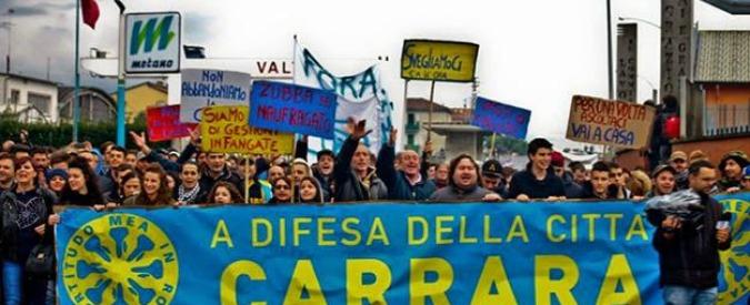 """Carrara, non solo alluvione: nuovo corteo anti-sindaco. """"Morti tutti i poli culturali"""""""