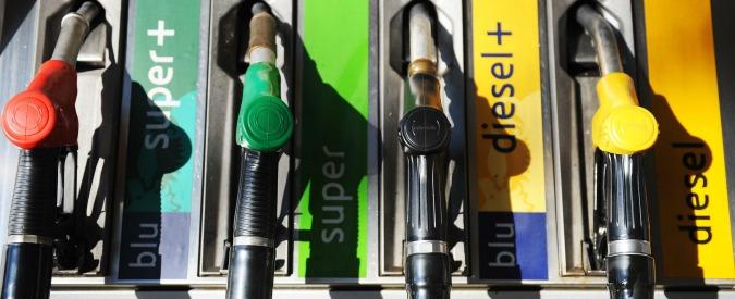 Modena, vigile rubava gasolio dalla cisterna comunale usando l'auto di servizio: arrestato