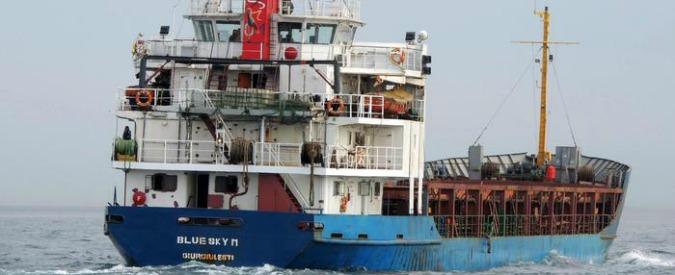 Grecia: nave a largo di Corfù con siriani a bordo dirottata verso la Puglia