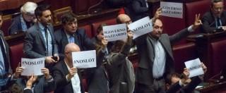 Legge stabilità alla Camera approvata, M5s occupa i banchi del governo