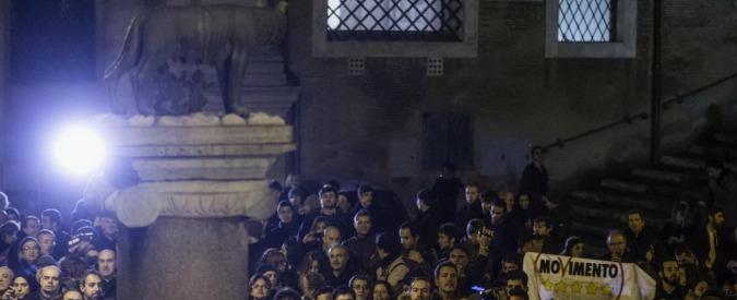 Mafia Capitale, M5S occupano Assemblea capitolina: urla e monetine